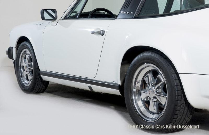Porsche 911 Targa 61307_18