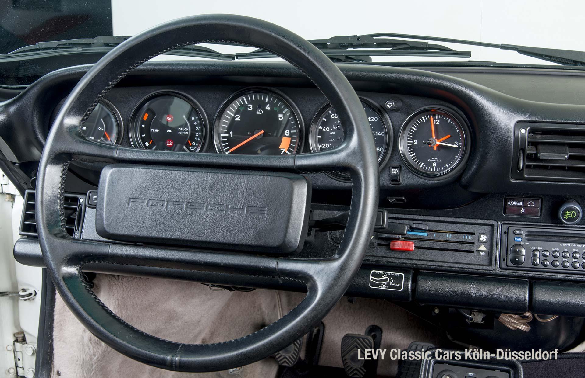 Porsche 911 Targa 61307_32