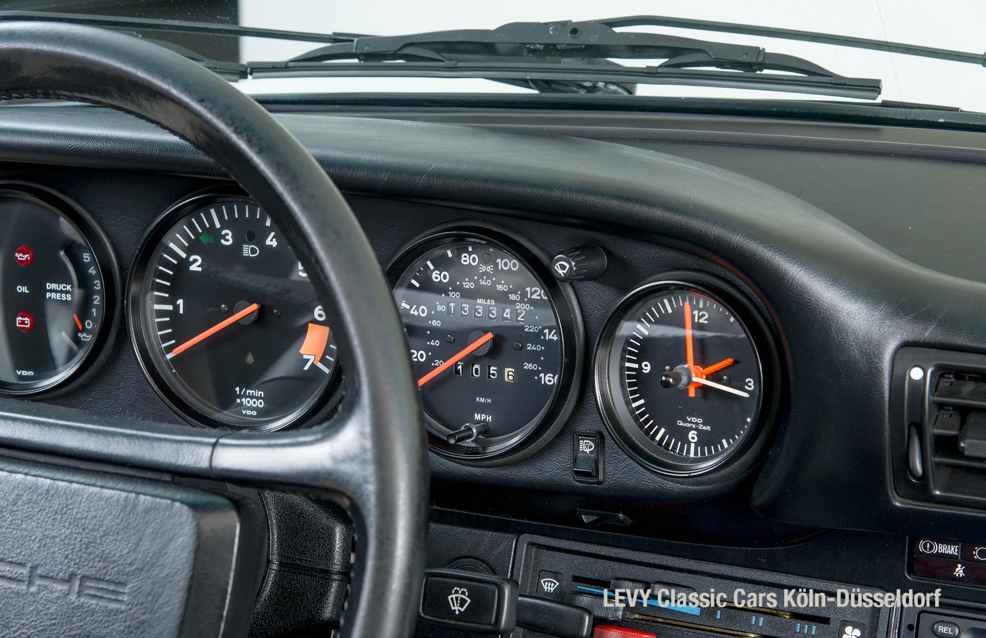 Porsche 911 Targa 61307_33