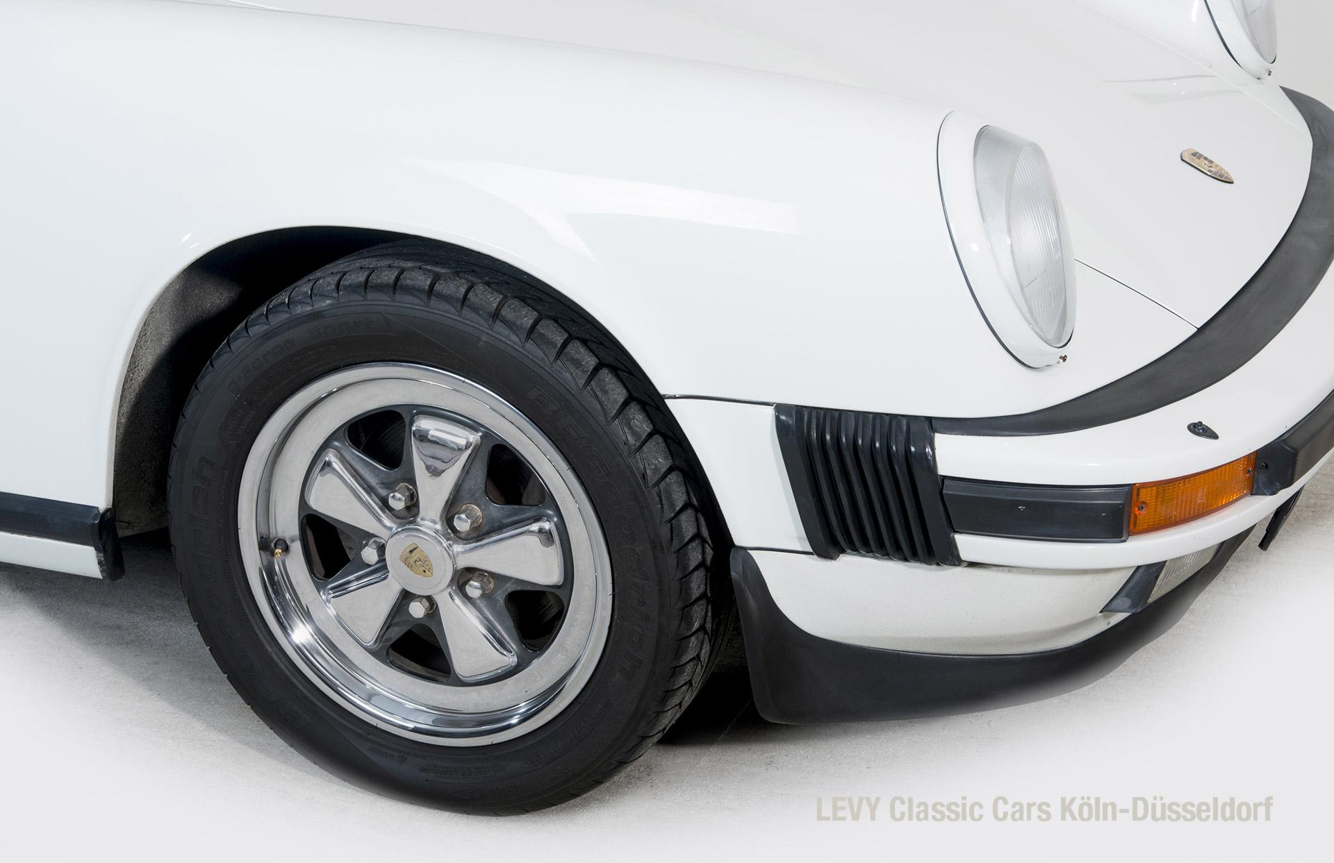 Porsche 911 Targa 61307_41