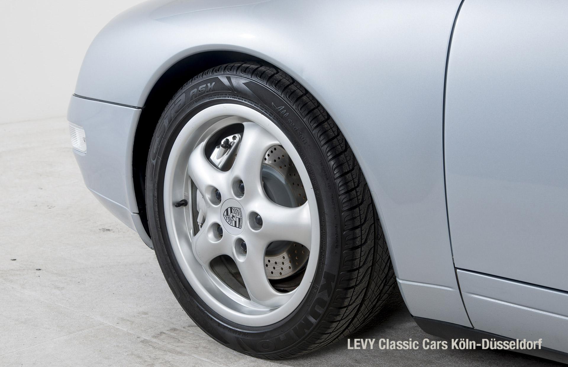 22282 Porsche silber 06
