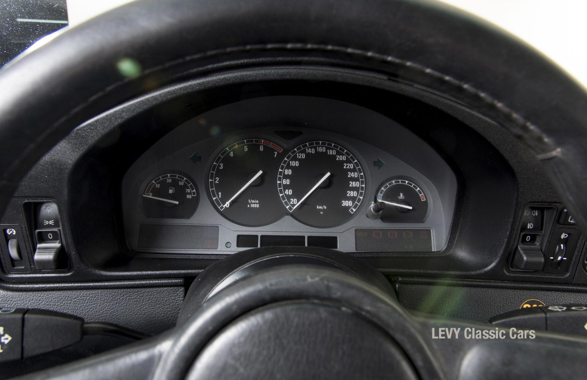 BMW 850i 12394 31