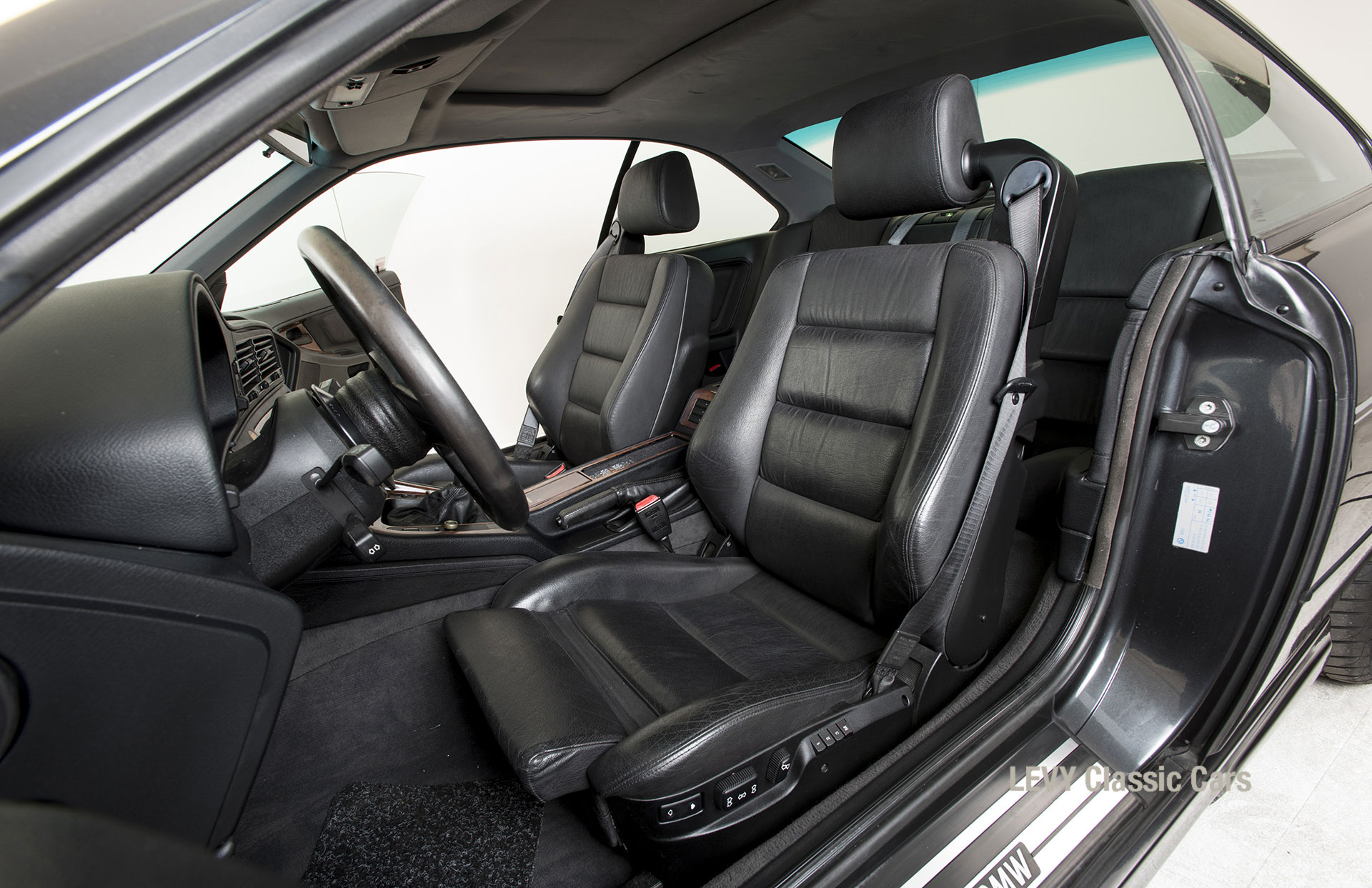 BMW 850i 12394 36