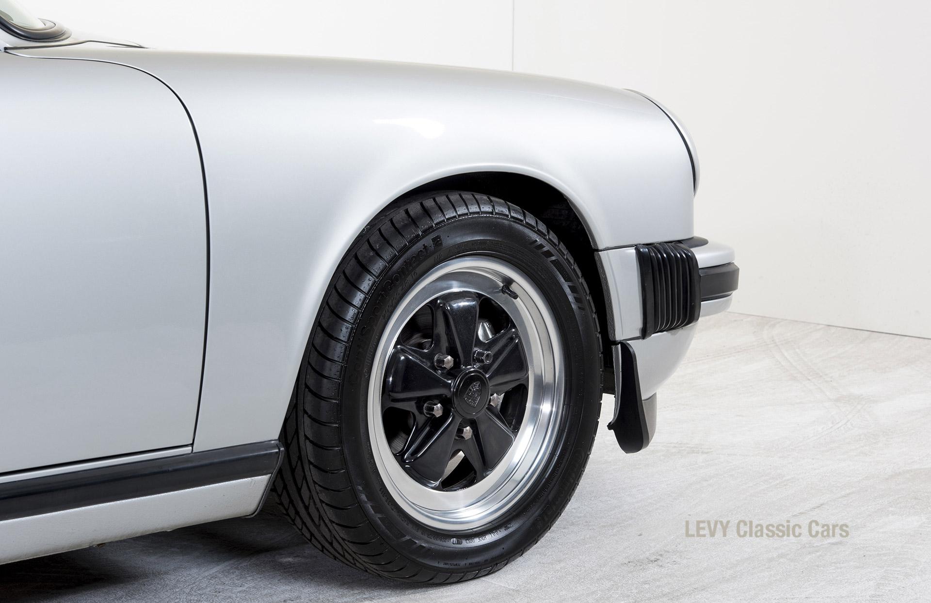 Porsche 911 silber Targa 60287 41_1