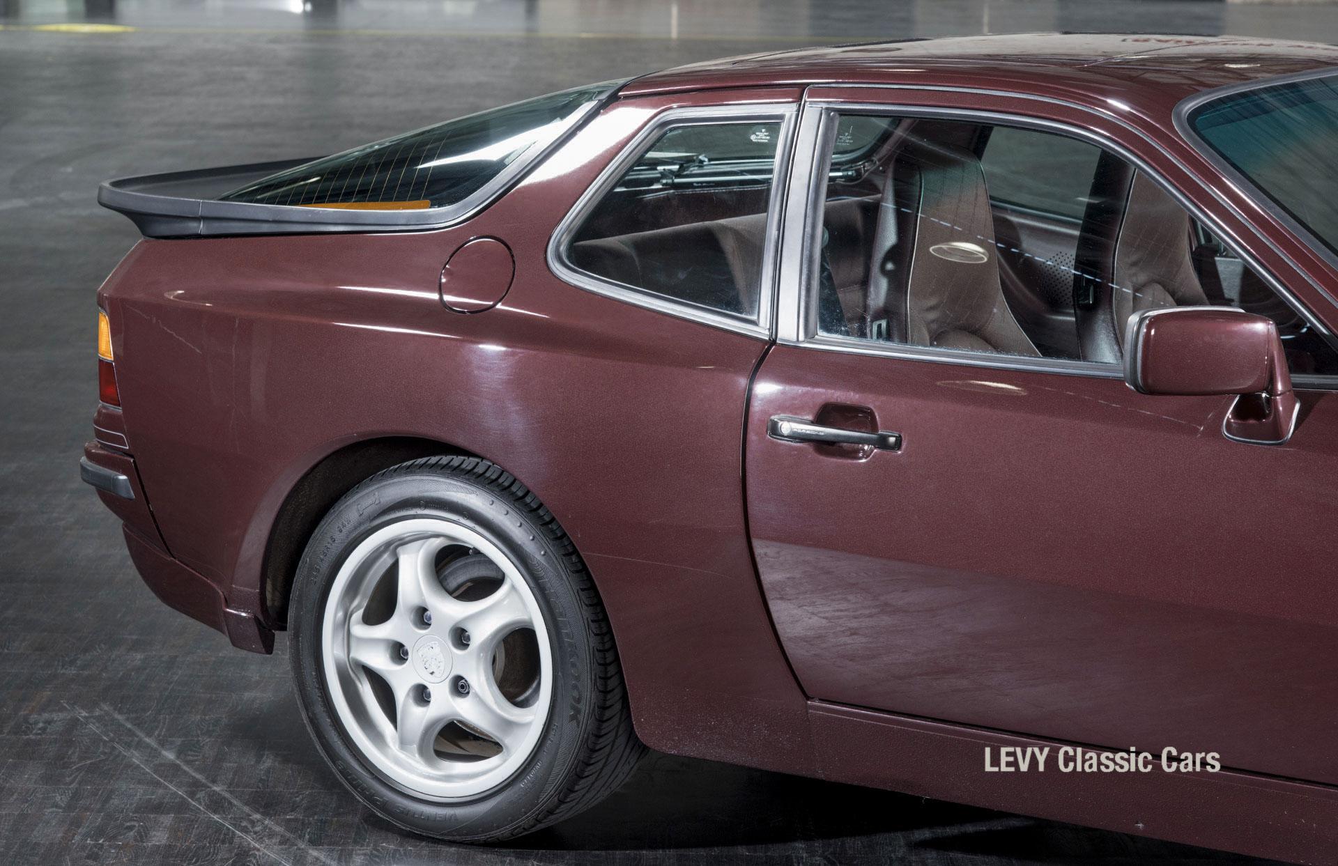 Porsche 944 400238 07