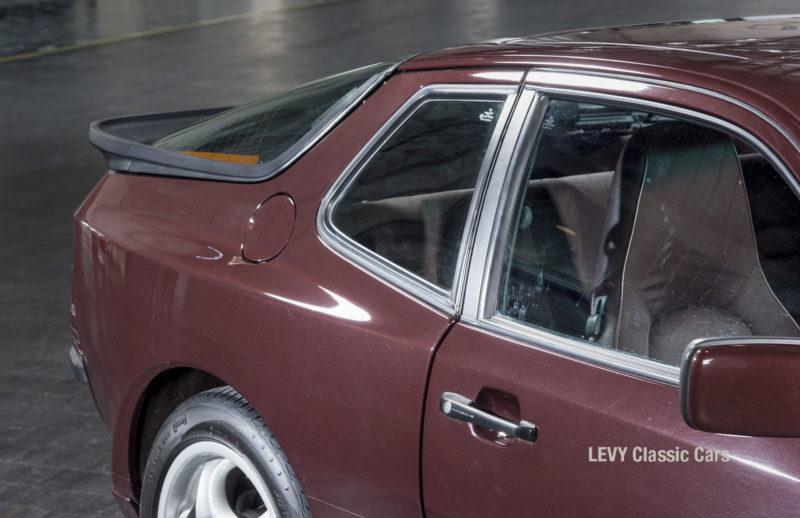Porsche 944 400238 09
