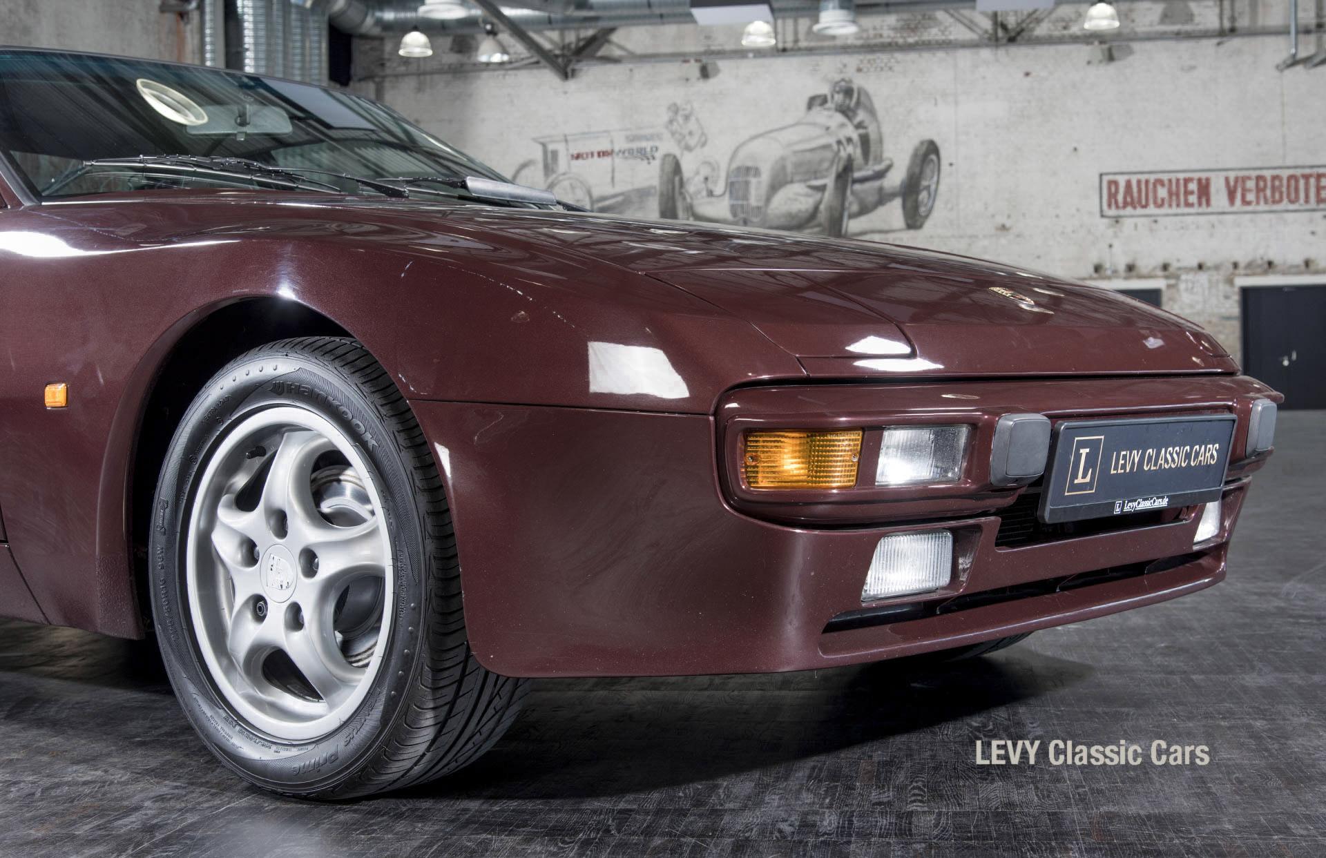 Porsche 944 400238 10