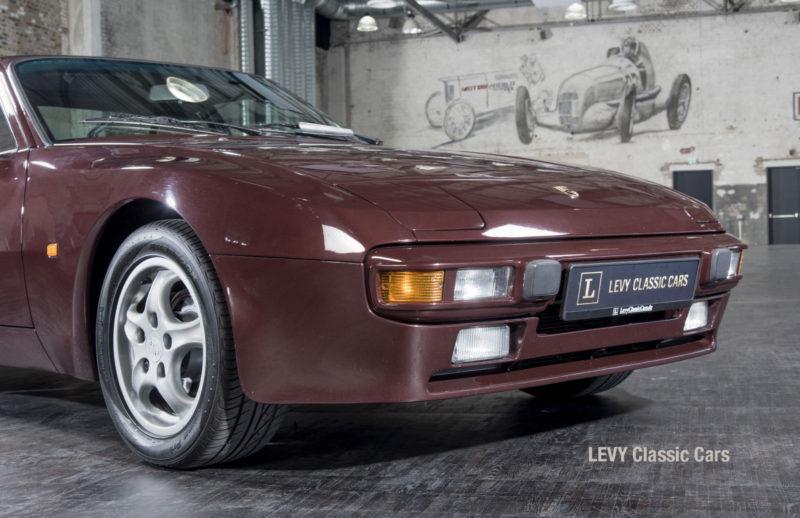 Porsche 944 400238 11