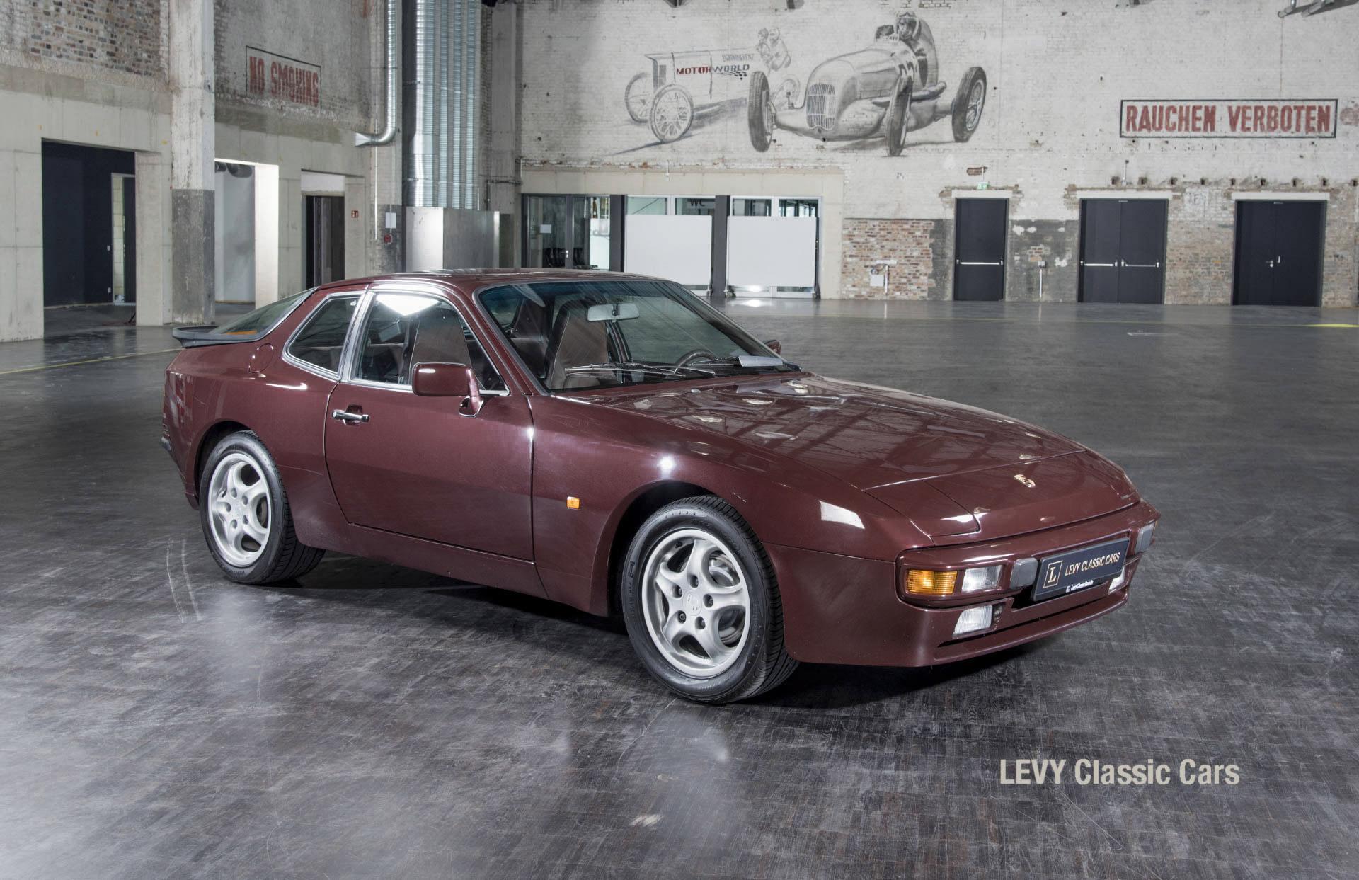 Porsche 944 400238 14