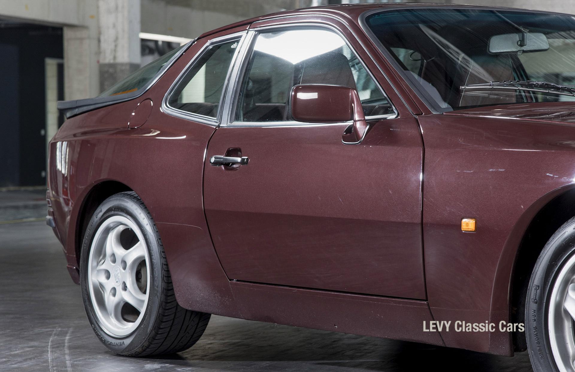 Porsche 944 400238 16