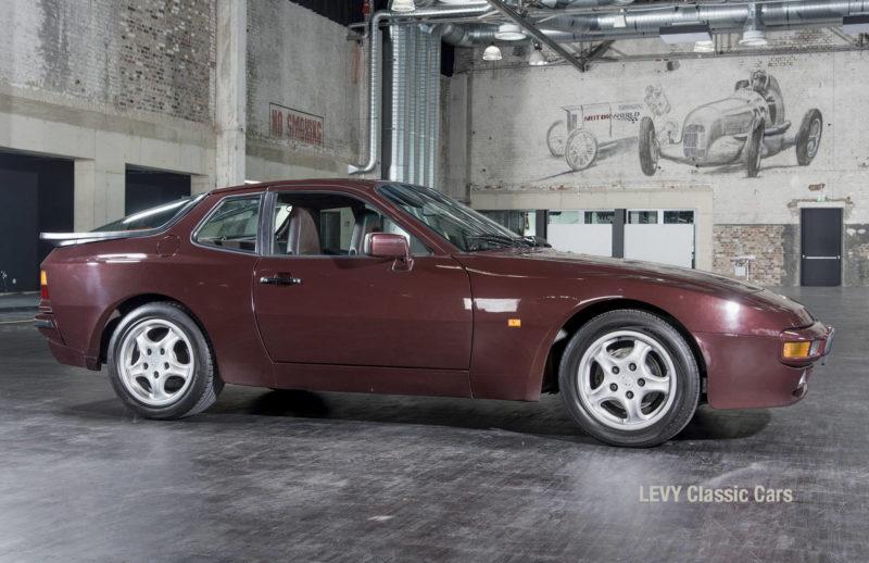 Porsche 944 400238 18