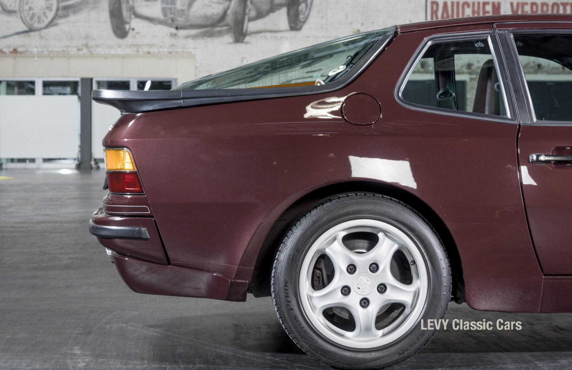 Porsche 944 400238 19