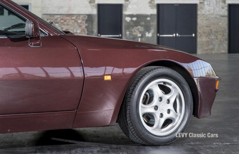 Porsche 944 400238 23