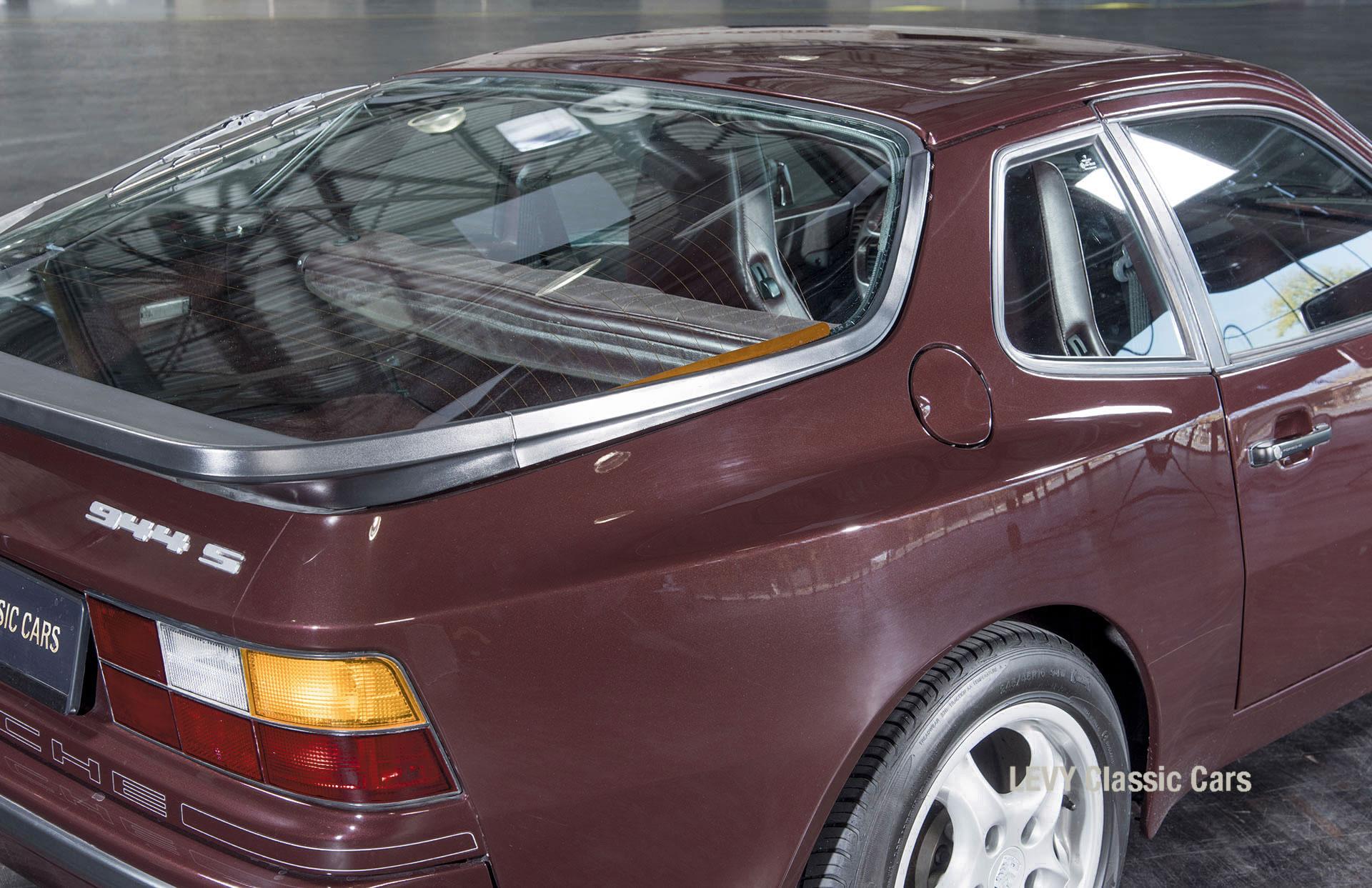 Porsche 944 400238 24