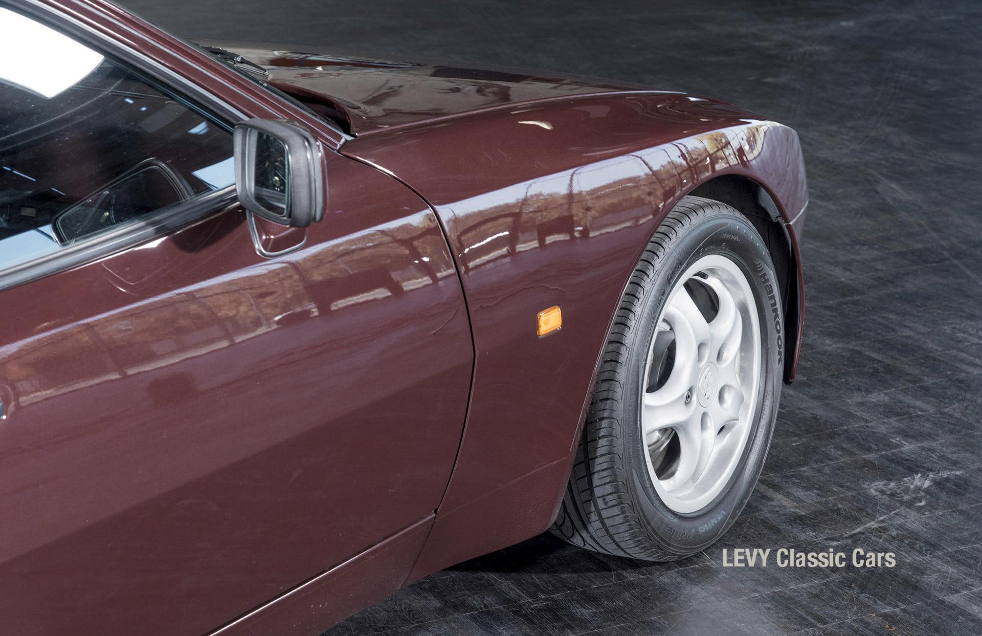 Porsche 944 400238 25