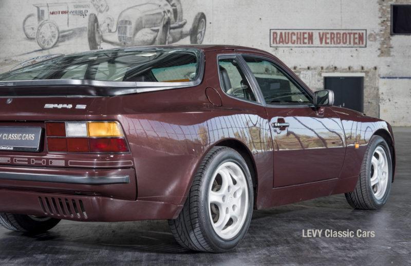 Porsche 944 400238 27