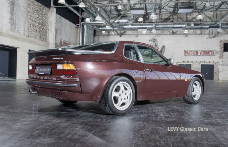 Porsche 944 400238 31