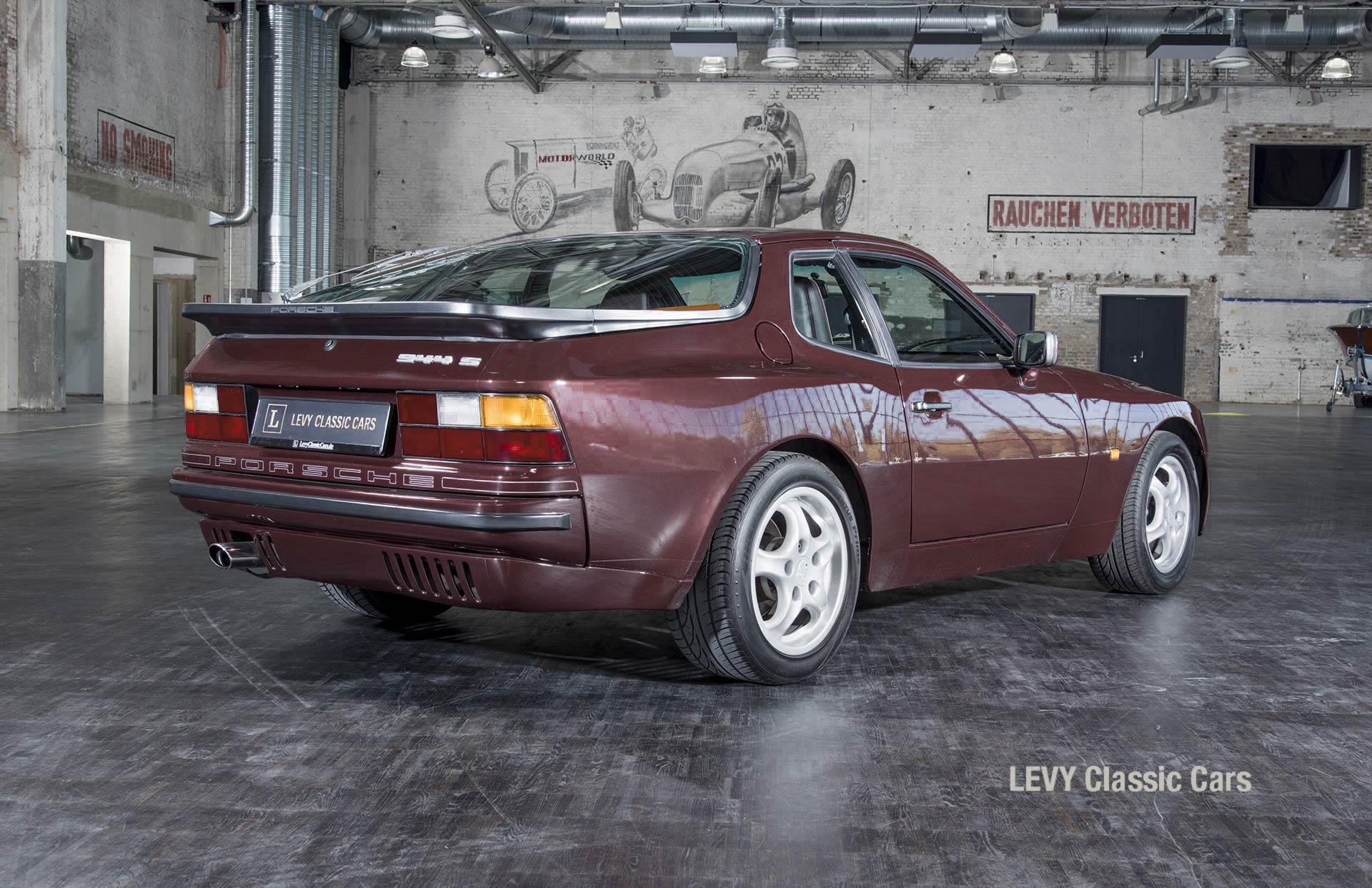 Porsche 944 400238 32