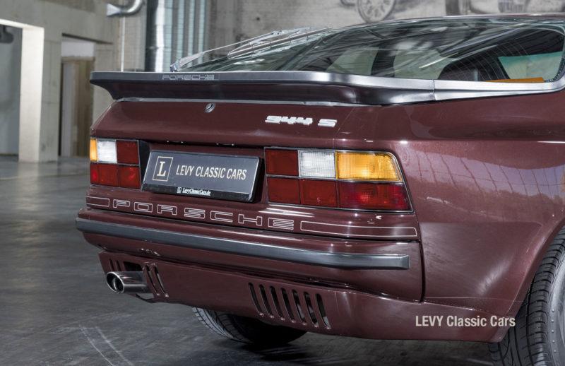 Porsche 944 400238 33