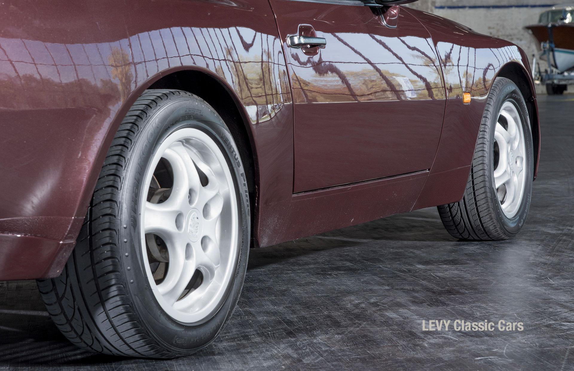 Porsche 944 400238 34