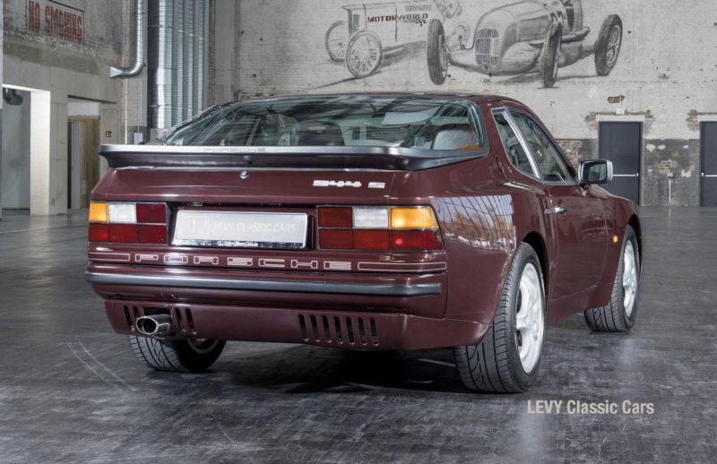 Porsche 944 400238 35