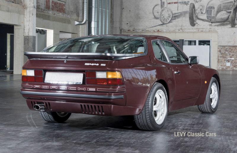 Porsche 944 400238 37