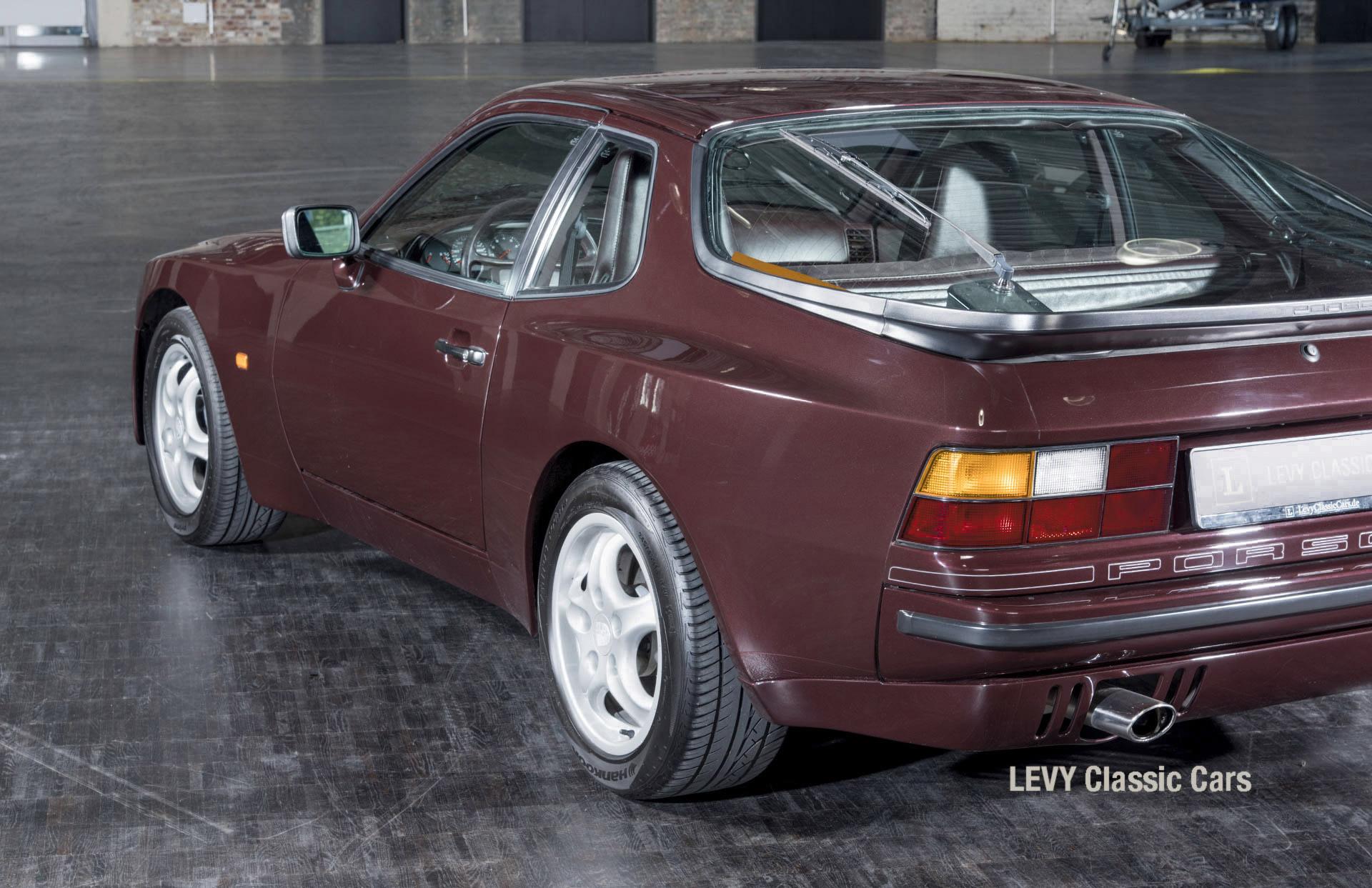 Porsche 944 400238 40