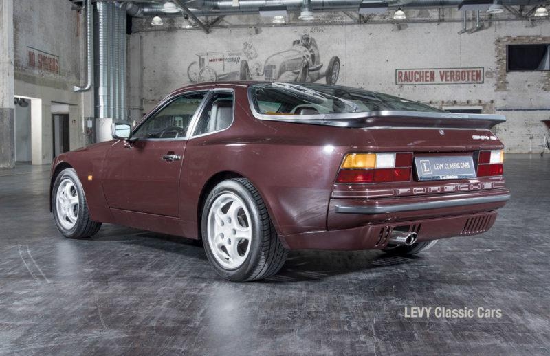 Porsche 944 400238 41