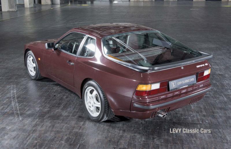 Porsche 944 400238 42