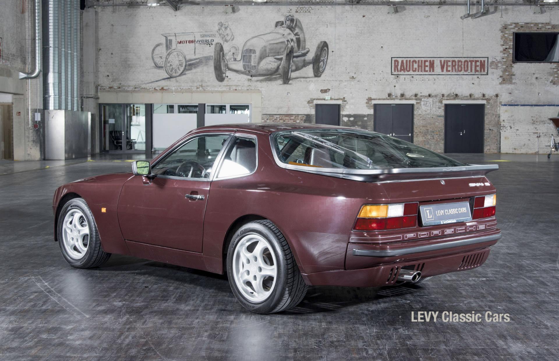 Porsche 944 400238 46