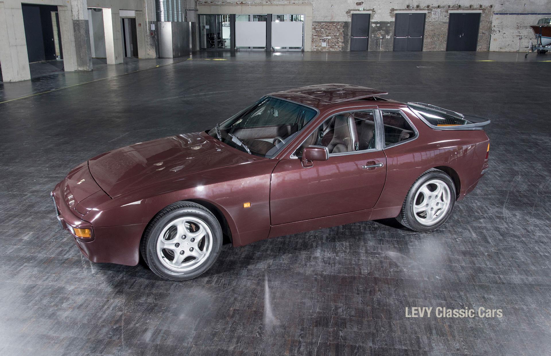 Porsche 944 400238 52