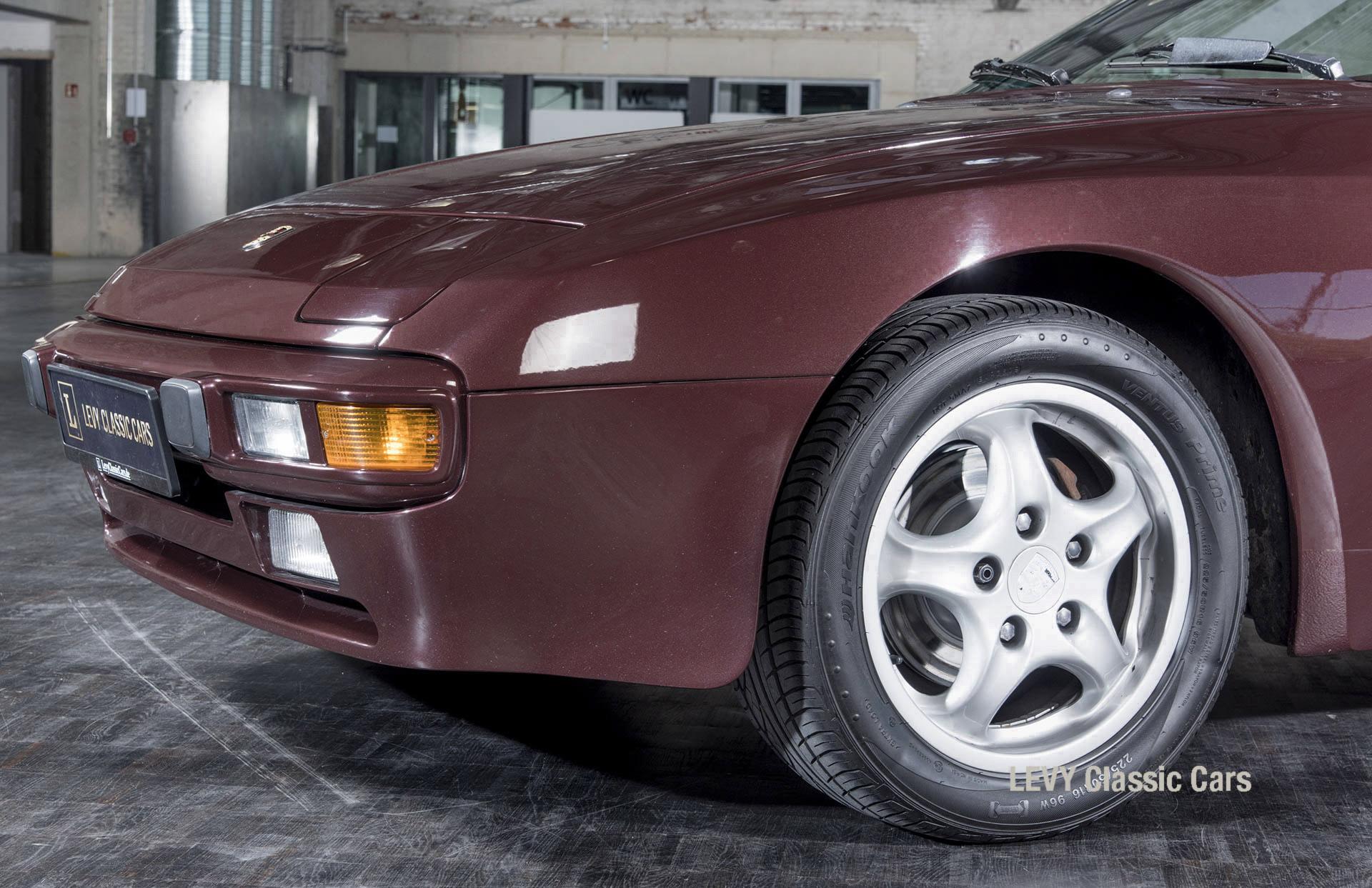 Porsche 944 400238 53