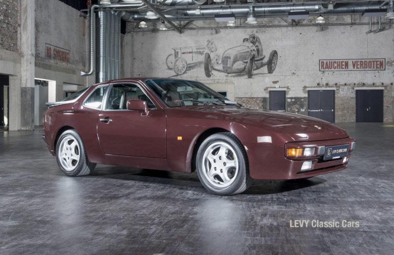 Porsche 944 400238 64