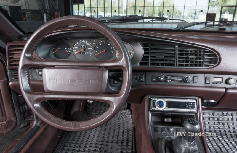 Porsche 944 400238 79