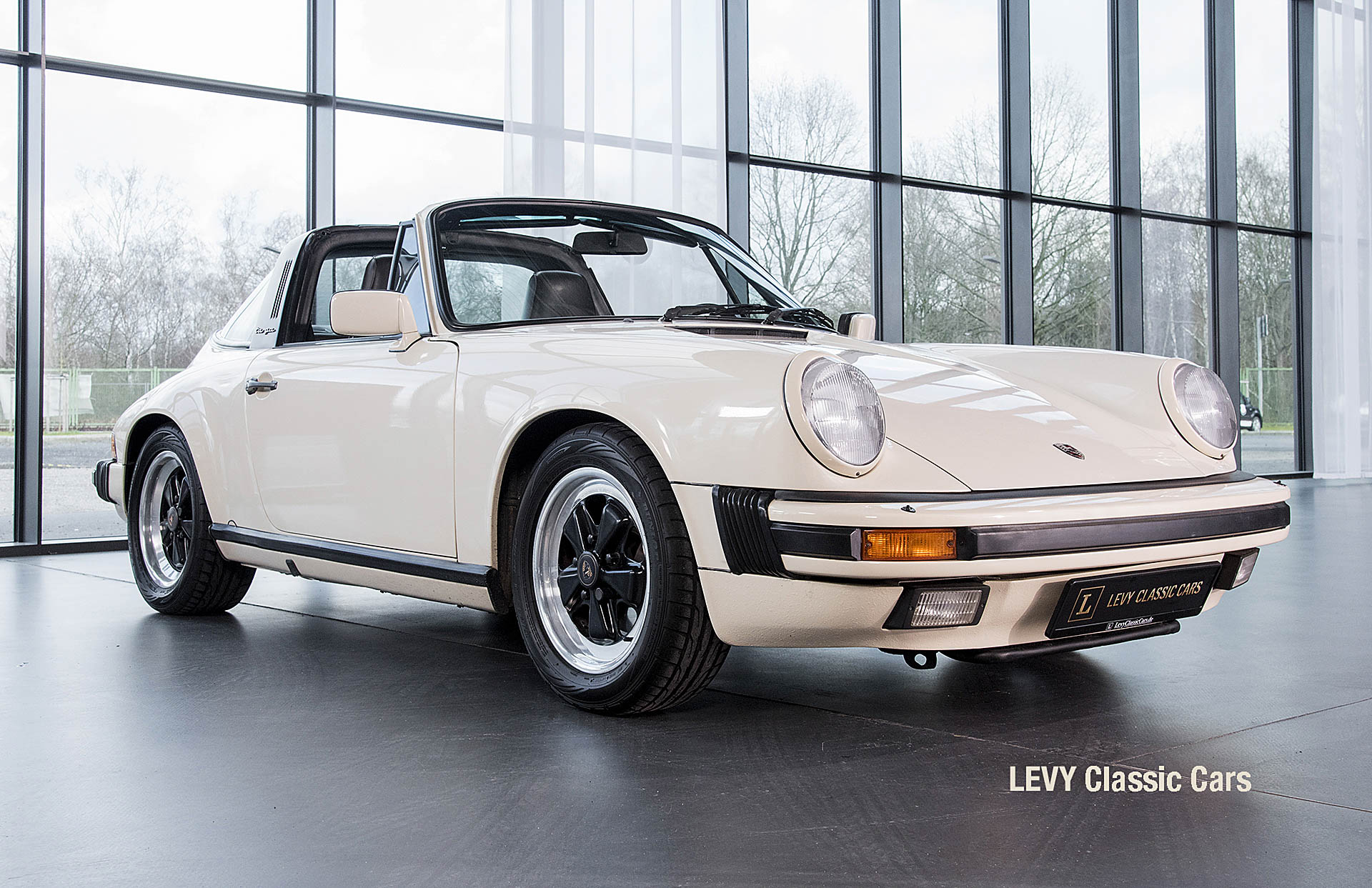 geschaerft Porsche Carrera Targa Altweiss 60575_16