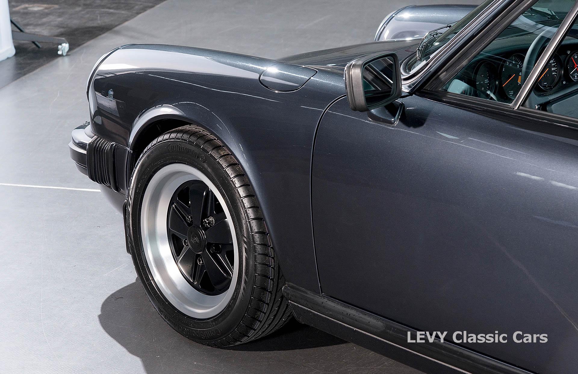 Porsche 911 Targa blau 61547 56