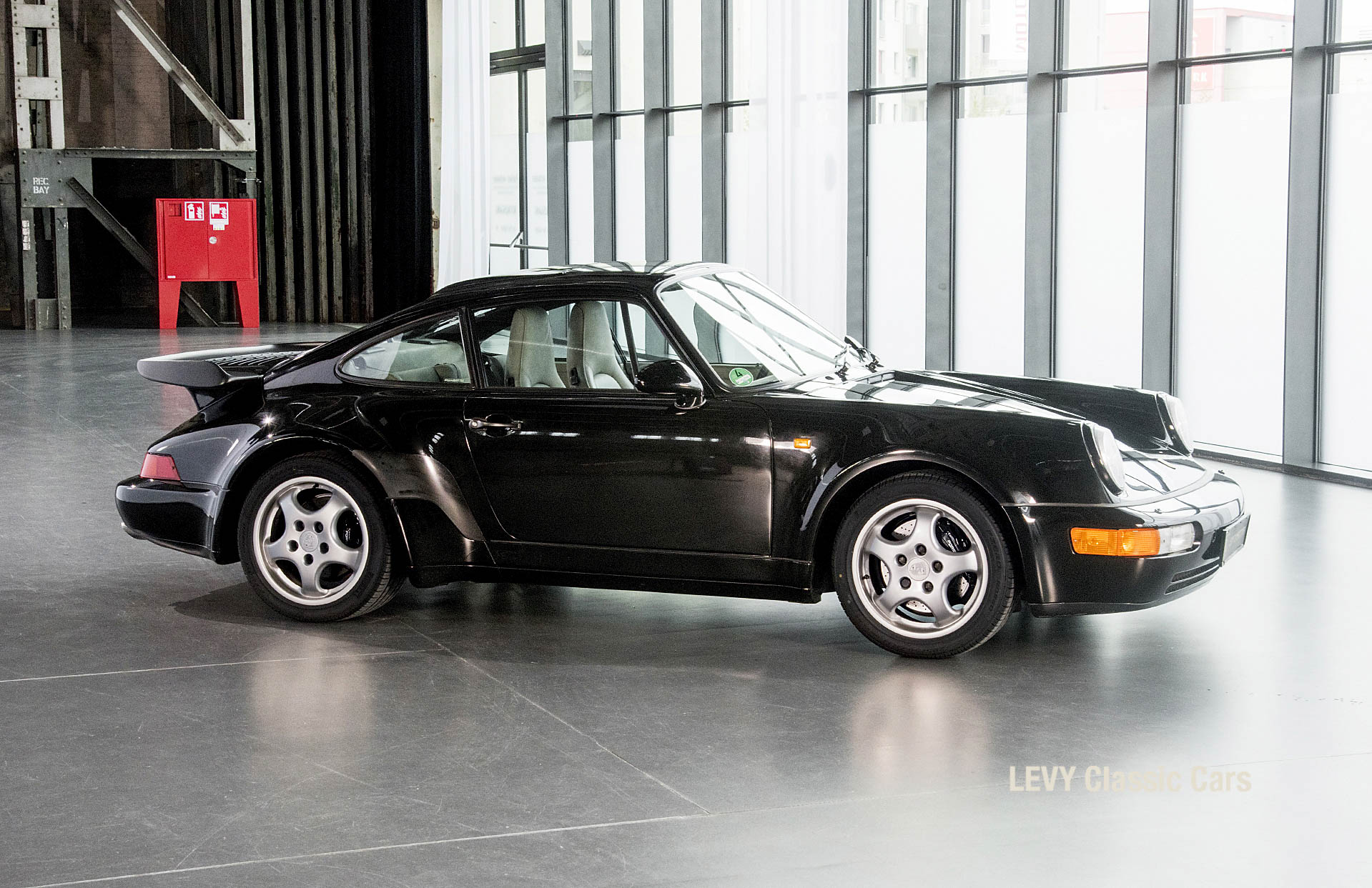 Porsche Turbo 72200 schwarz 56