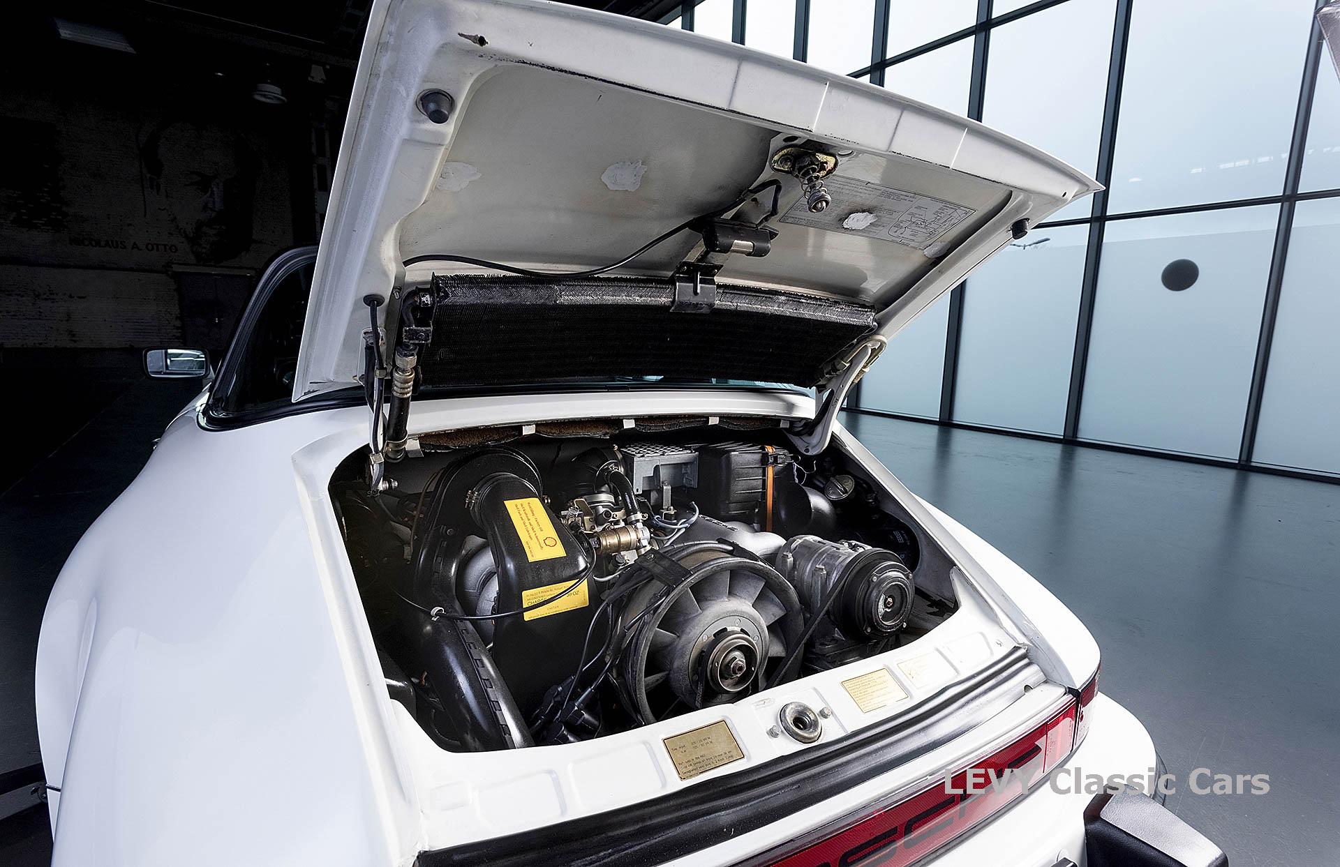 Porsche 911 3.2 Carrera Targa CC61136 001