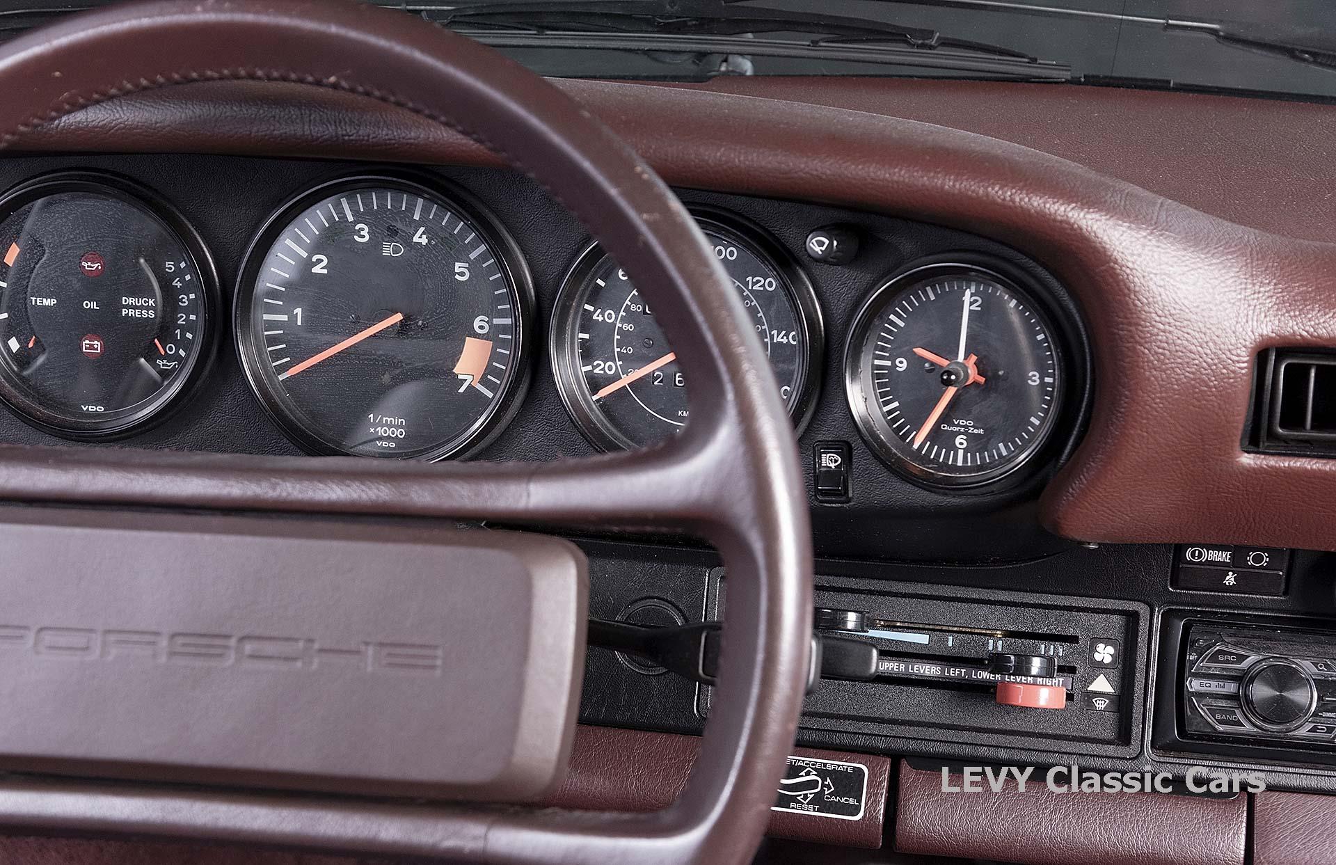 Porsche 911 3.2 Carrera Targa CC61136 007