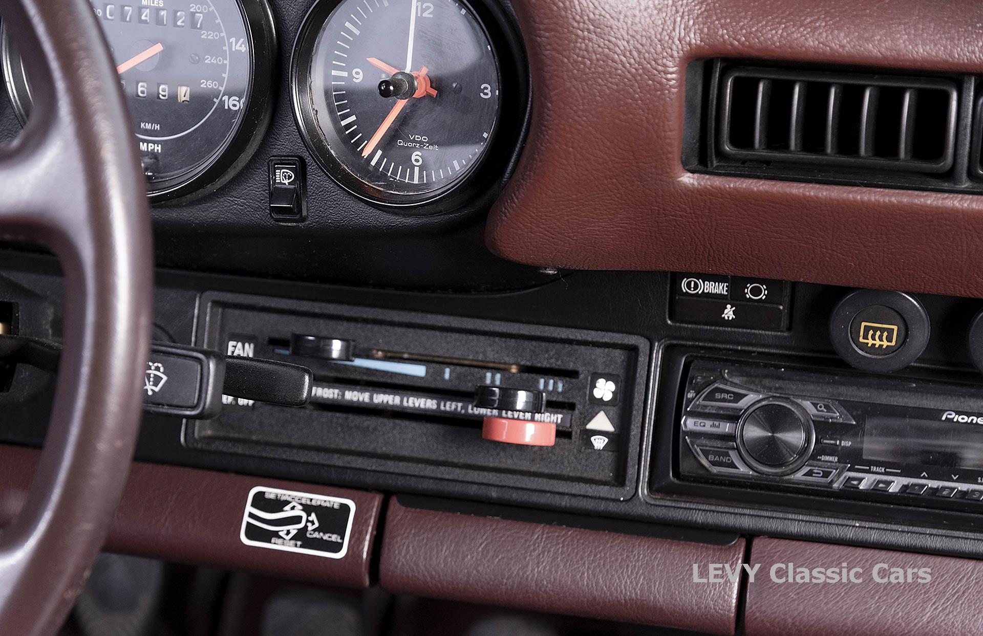Porsche 911 3.2 Carrera Targa CC61136 010
