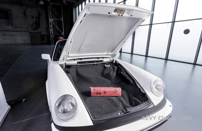 Porsche 911 3.2 Carrera Targa CC61136 015