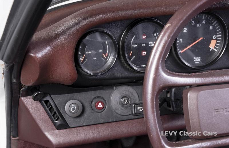 Porsche 911 3.2 Carrera Targa CC61136 024