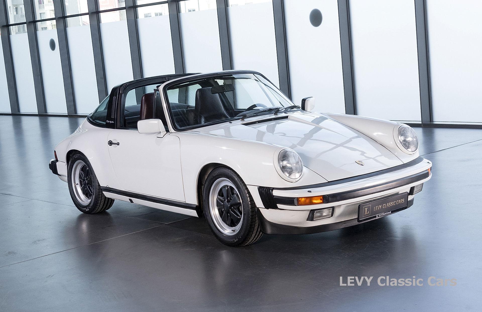Porsche 911 3.2 Carrera Targa CC61136 032