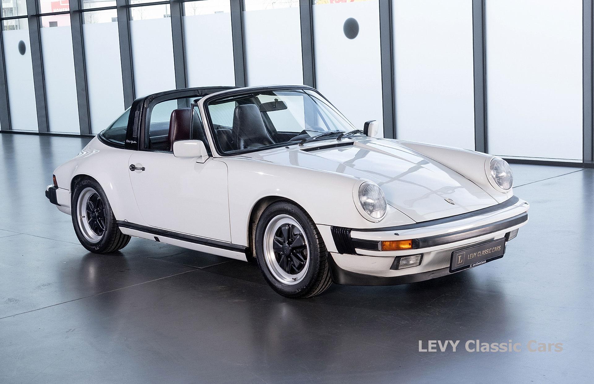 Porsche 911 3.2 Carrera Targa CC61136 033