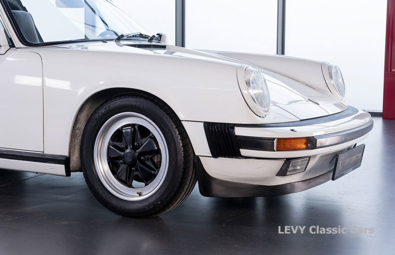 Porsche 911 3.2 Carrera Targa CC61136 035