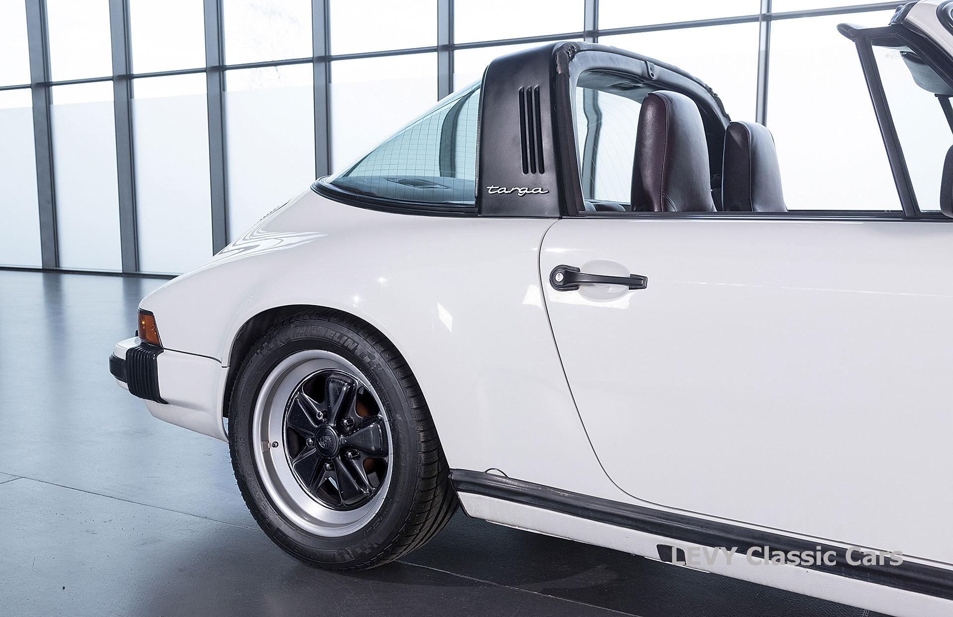 Porsche 911 3.2 Carrera Targa CC61136 037