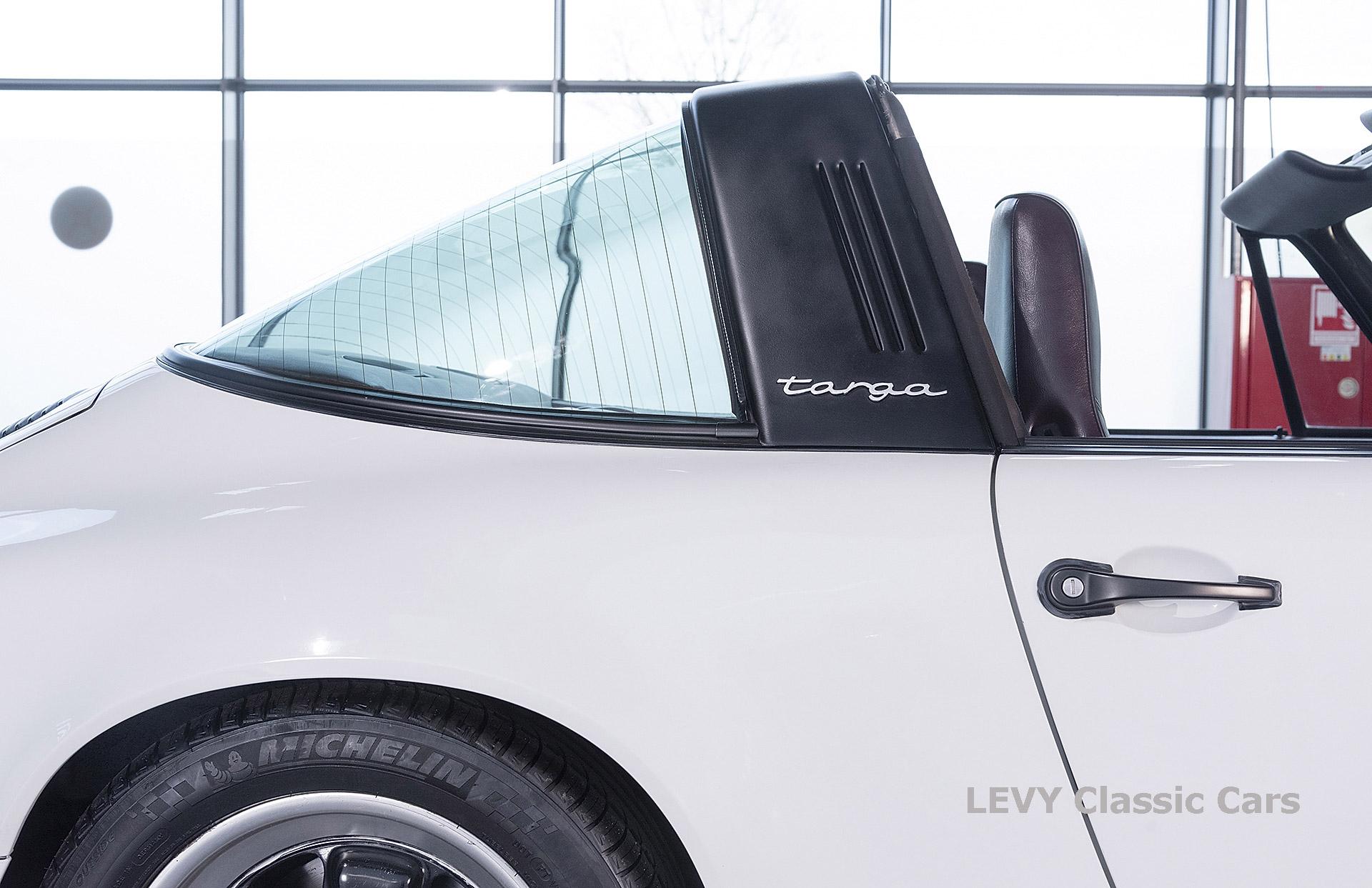 Porsche 911 3.2 Carrera Targa CC61136 039