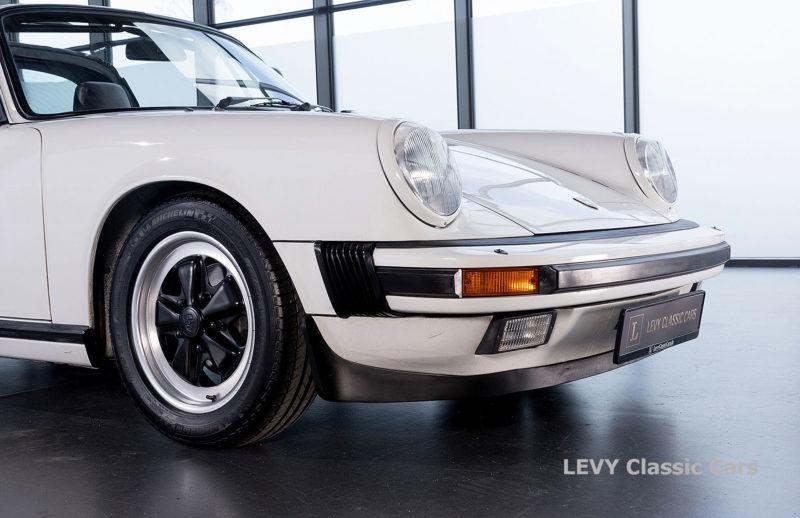 Porsche 911 3.2 Carrera Targa CC61136 045