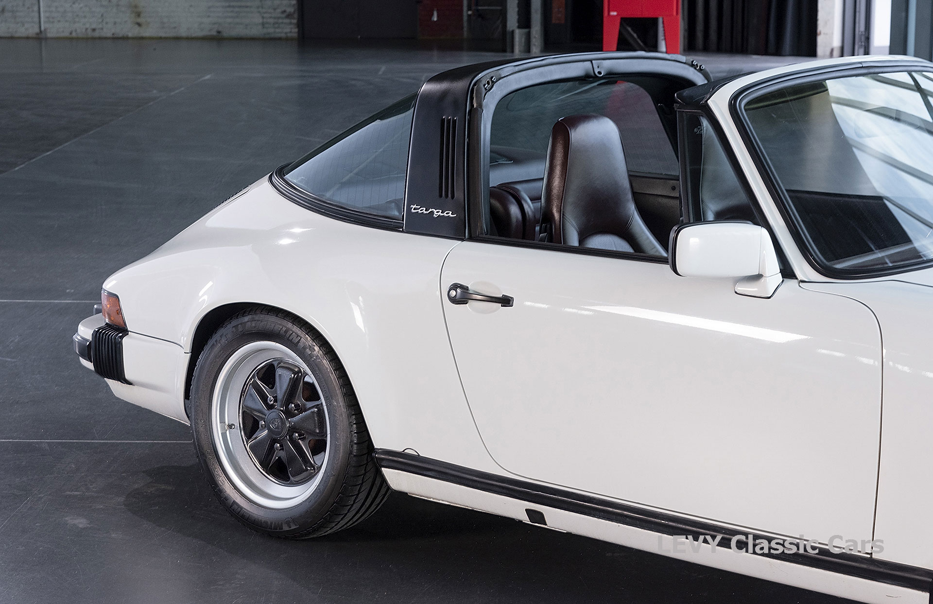 Porsche 911 3.2 Carrera Targa CC61136 048