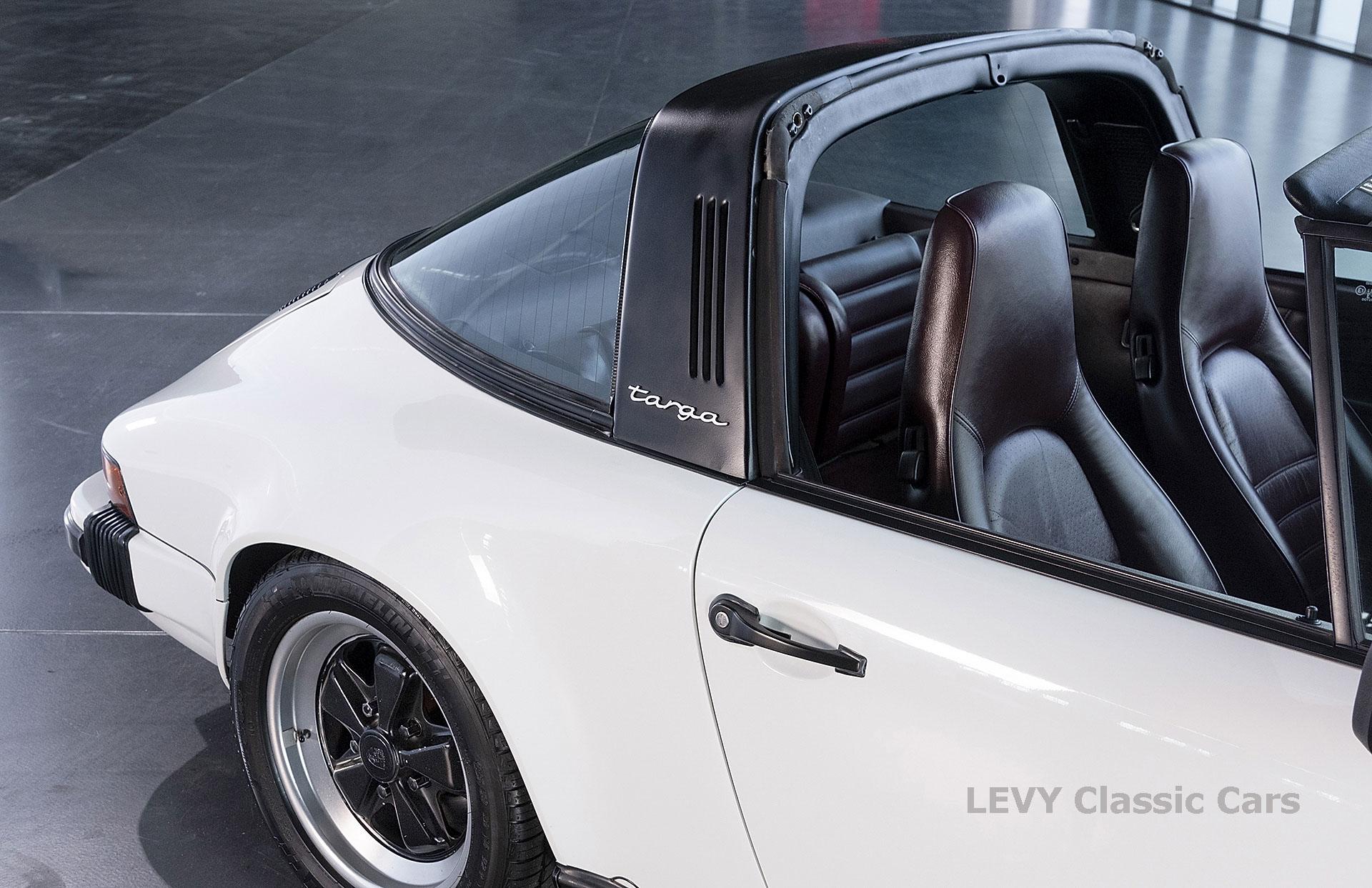Porsche 911 3.2 Carrera Targa CC61136 052